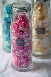 Prima_milkbottle_flowers
